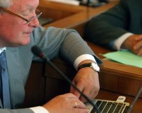 Депутат наказує журналісту: «Почему нет ничего по спортплощадкам и лавочкам?»