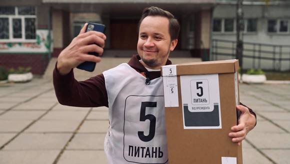 Координатором президентського опитування став музичний редактор «Кварталу» Артем Гагарін